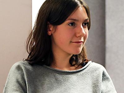 Lilly-Jasmin Plener (Bild) und Sandra Dernbach von der Hochschule RheinMain Wiesbaden haben in einem Semesterprojekt 2014 den Film Lösung produziert. - lilly