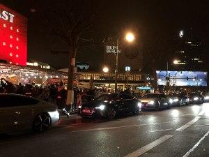 Die VIP-Autoschlange vor dem Zoo Palast