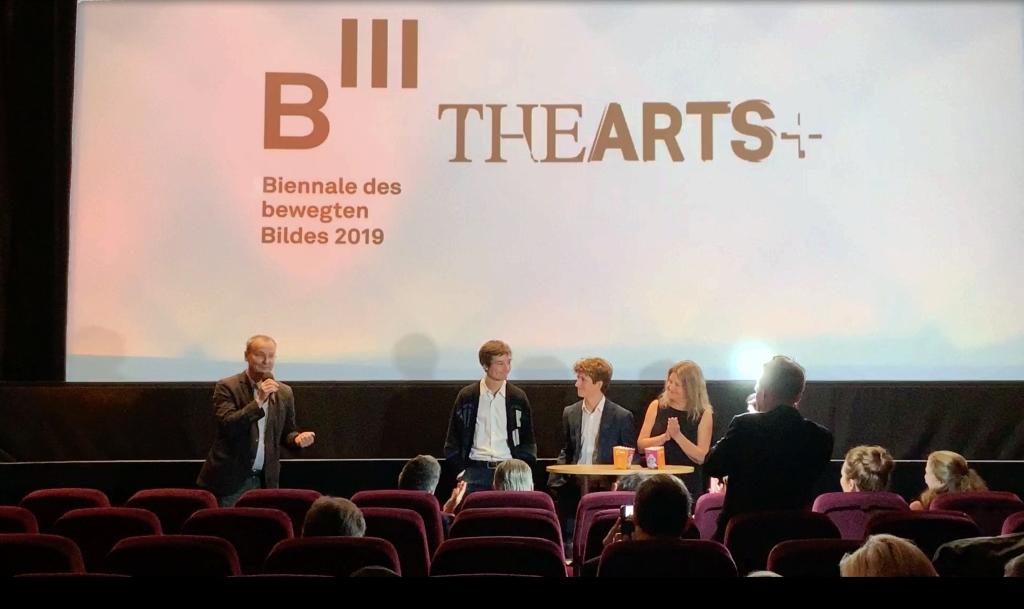 Moderator Knut Elstermann (links) mit Produzentin Turid Øversveen (rechts) und den Schauspielern Jon Ranes und Sjur Vatne Brean (Mitte)