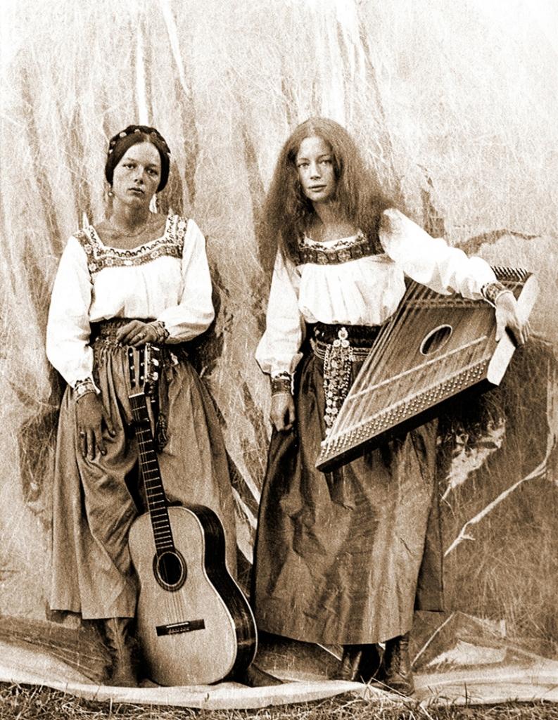 von links nach rechts: Frauke und Anna Werner  Walchensee Forever | Janna Ji Wonders | Perspektive Deutsches Kino 2020 | © Flare Film